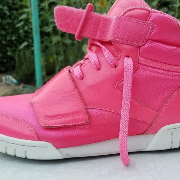 9463eac1947c7 Bright pink Reebok high tops. M 5b96038ac89e1dc9bbfef133